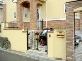 ロートアイアン風の門扉やフェンス