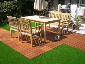 ウッドパネルは家具を置き易く、ぬくもりのある床面