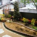 施工後:真砂土舗装でスッキリと。花壇も増えました