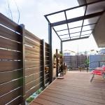 施工後:椅子を置いて庭を眺める空間に