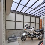 車庫内部は雰囲気が暗くならないように白のアルポリック板貼り。