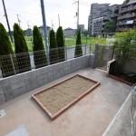 既存物置を撤去し、真砂土舗装に家庭菜園スペース