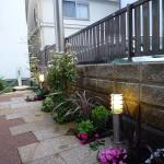 施工後:日陰でも元気な植物を選び季節を感じる空間に