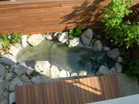 FRPで防水を施した池