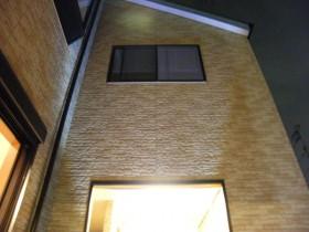 建物も照らし明るい空間に
