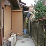 サービスヤード工事の施工前:屋根のみのテラス