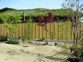 エバーみす垣と植栽