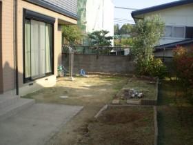 施工前1:不便な土のお庭