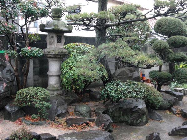 ブロック塀から植栽の映えるエバーバンブーみす垣に – 兵庫県尼崎市 I様邸の施工前