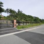 門扉から連続するフェンス