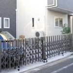 プラスGとも一体感のある伸縮門扉。