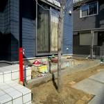 デッキ工事の前に立水栓の工事を行いました
