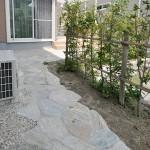 施工後:植栽スペースを残し、他は舗装仕上げとしました