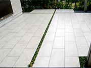 タイルテラスとナンキンハゼが広がるお庭 – 大阪府和泉市 N様邸の詳細はこちら