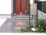 植栽のアクセントが引き立つシンプルデザイン – 大阪府泉大津市 U様の詳細はこちら