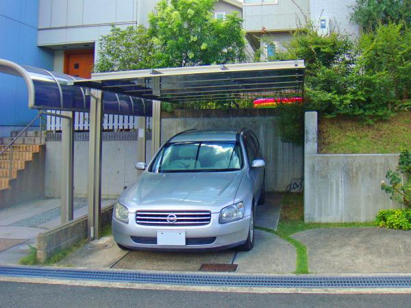 細部までこだわったエッジの効いたカーポート – 大阪府箕面市 H様邸