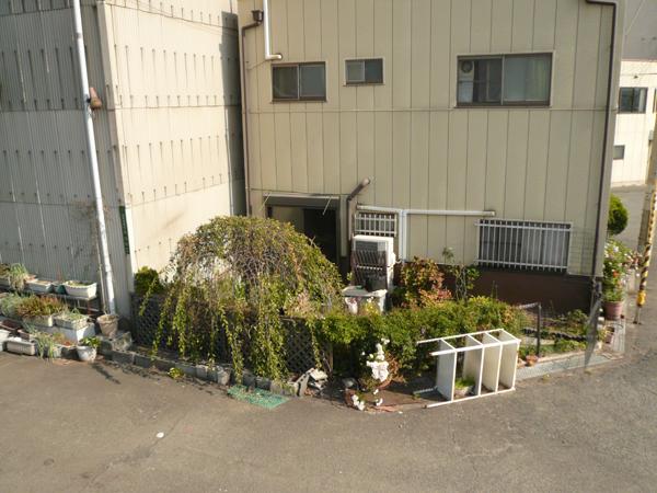 花壇に囲まれた使い勝手のいいお庭 – 大阪府大阪市 A様邸の施工前