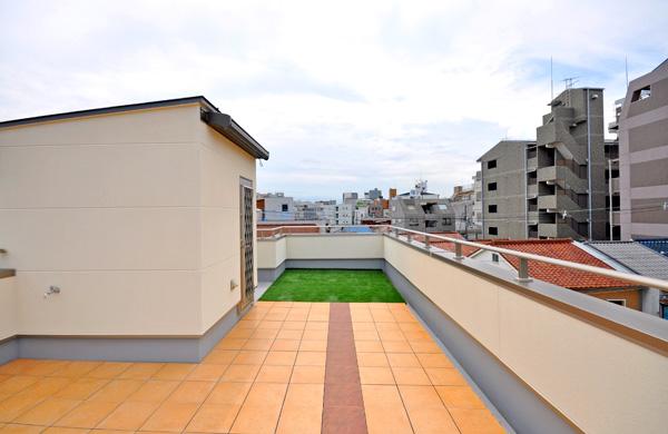 明るい屋上スペースに – 大阪府大阪市 H様邸
