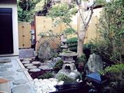 和の庭のリフォーム・池でカメを飼える – M様邸の詳細はこちら