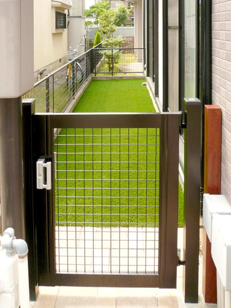 リアルな人工芝を使ったお庭 – 大阪府堺市 A様邸