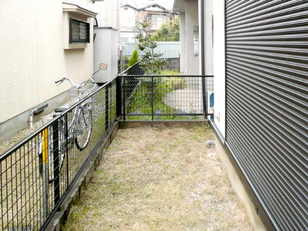 リアルな人工芝を使ったお庭 – 大阪府堺市 A様邸の施工前