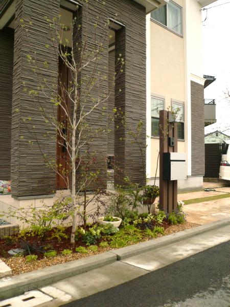 1年を通して楽しめるフロントガーデン – 大阪府堺市 F様邸