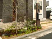 1年を通して楽しめるフロントガーデン – 大阪府堺市 F様邸の詳細はこちら