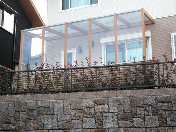 ワンちゃんも快適、景色を眺めるテラスのあるお庭 – 大阪府堺市 M様邸