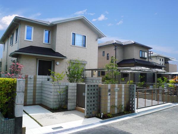 駐車スペースを有効利用した外構デザイン – S様邸