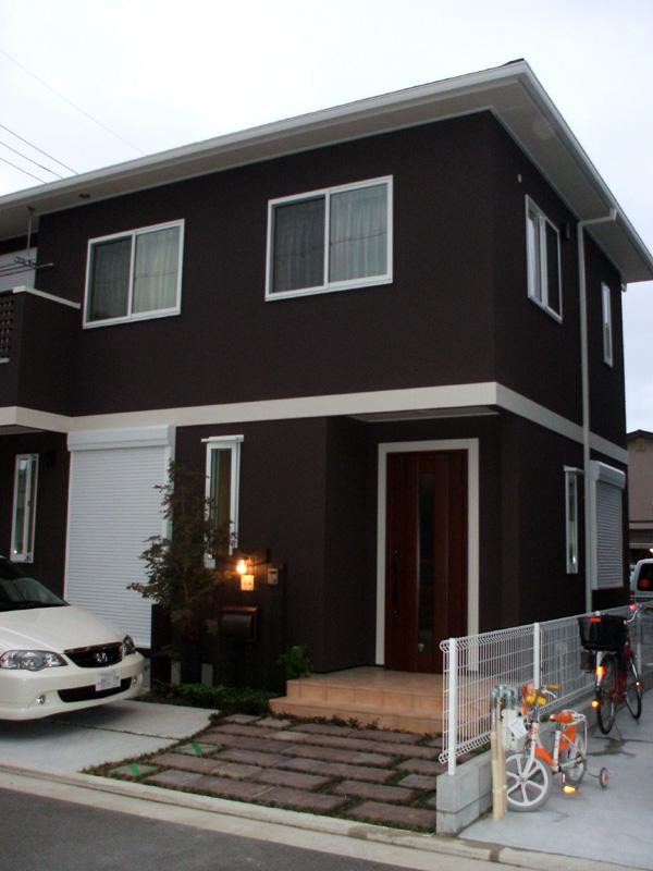 枕木、天然木平板で天然素材の風合い – 大阪府堺市 S様邸