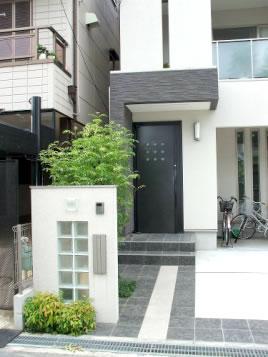 白と黒・ガラスブロックのクールでシンプルデザイン – 大阪府堺市 Y様邸
