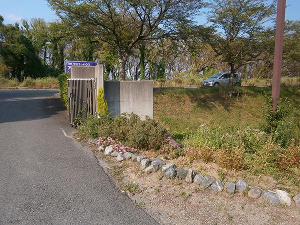 お客様を気持ちよくお迎えする入口空間へ – 滋賀県 Aプラザの施工前