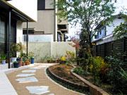お庭を手軽に楽しむ空間づくり – 大阪府吹田市 M様邸の詳細はこちら