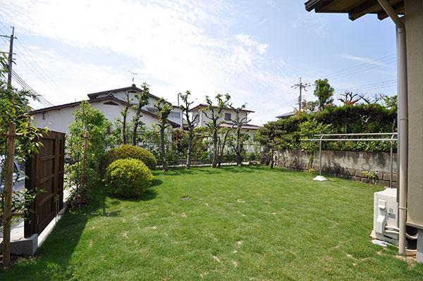 自然素材の家にマッチするお庭 – 大阪府高槻市 M様邸