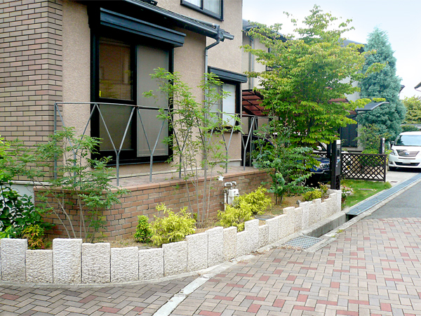 石材が主張する外構リフォーム – 大阪府富田林市 T様邸の施工前