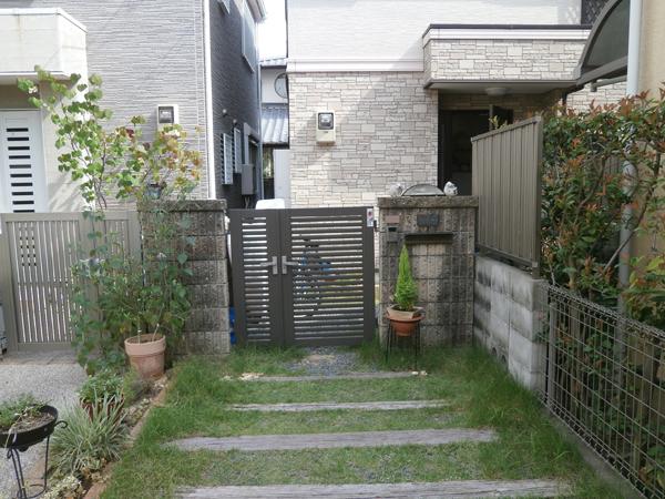 明るく生まれ変わった門柱まわり – 大阪府豊中市 T様邸の施工前