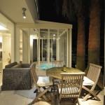 施工後(夜):ガーデンルーム横のスペースも違って見えます