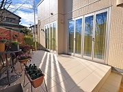 目隠しフェンスとタイルテラスで居心地の良いお庭に – 豊中市A様邸の詳細はこちら