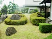 メンテナンスが大切な刈り込みと芝生のお手入れ【剪定】-大阪府吹田市K様邸の詳細はこちら