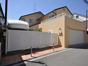 外壁塗装で明るくなった建物まわり - 大阪府豊中市M様邸の詳細はこちら