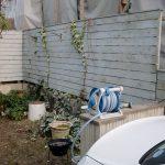 施工前:隣地側の木製目隠しフェンス