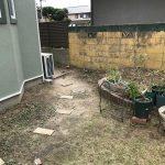 【施工前】隣地境界のブロックの塗装がはがれていました
