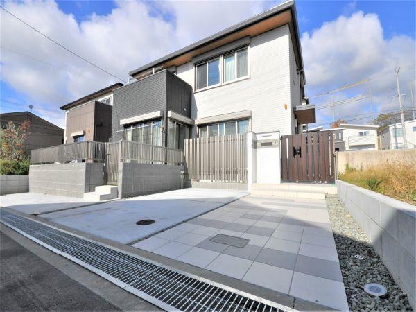 建物と調和したシンプルモダンな新築外構 ― 大阪府茨木市W様邸