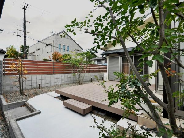 タイルテラスとデッキのあるお庭 - 大阪府吹田市T様邸