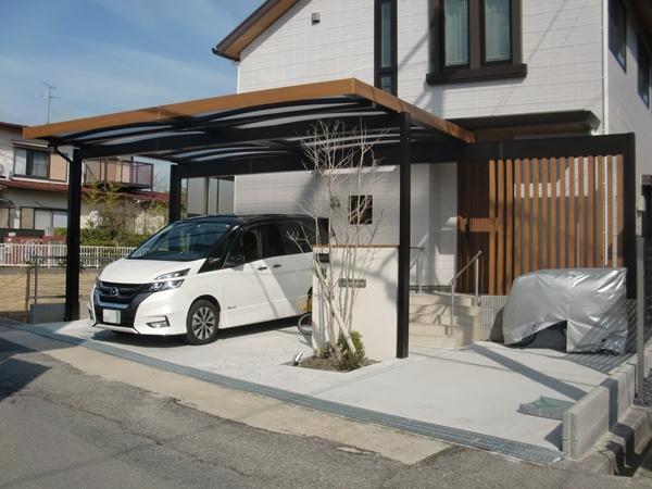 雨に濡れずに玄関からガレージを繋ぐカーポート-大阪府豊中市T様邸