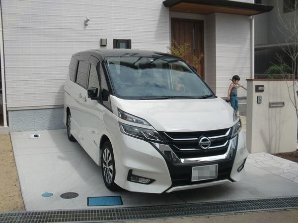 雨に濡れずに玄関からガレージを繋ぐカーポート-大阪府豊中市T様邸の施工前