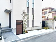 夜間照明が映えるシンプルモダン外構 - 大阪府豊中市Y様邸の詳細はこちら