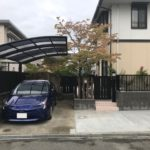 アプローチだけでなく、駐車場からも出入りしやすいよう駐車場奥に門扉を設置しました。