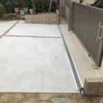 側溝を設置して排水対策