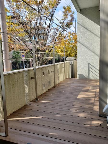 天然木のような自然な風合いの「樹ら楽ステージ木彫」 - 大阪府豊中市T様邸